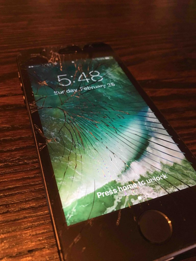 Cracked iPhone Screen Repair - iPhone 7 - iRepairRoyalOak